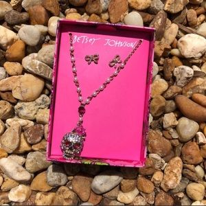 Betsey Johnson Skull Necklace and Bow Earr…